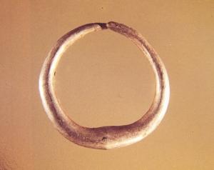 Single gold earring