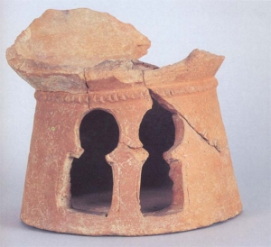 Portable stove decorated with horseshoe arches