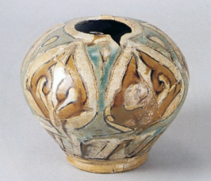 """Jar with plant-form motifs in full """"dry string"""" technique"""